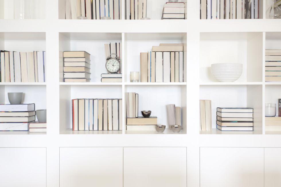 bookshelf-organization-spine-in